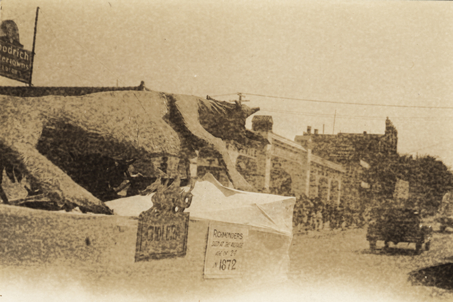 Valentine_Cholera Parade float 1929_I_V_45_15_1024 rsz.jpg