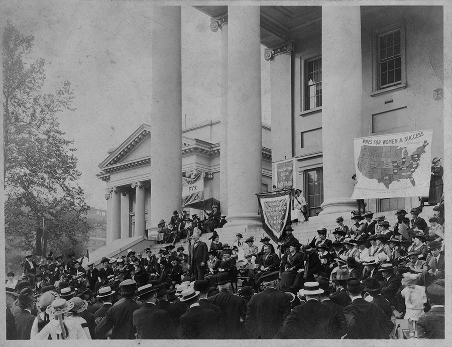 VCU_M 9 Box 239 ESL of Va suffrage rally Capitol Square 1915 Foster bw rsz.jpg