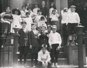 Beth Ahabah_Neighborhood House Sabbath School Class 1921 ages 8-9 rsz.jpg