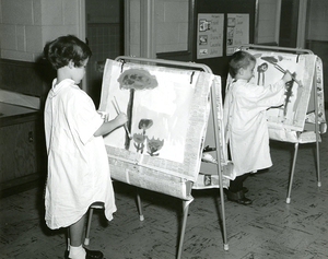 Children painting, Josephine Newbury Demonstration Kindergarten, Richmond, Va.