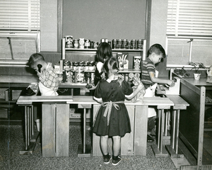 Children play in a pretend grocery store, Josephine Newbury Demonstration Kindergarten, Richmond, Va.